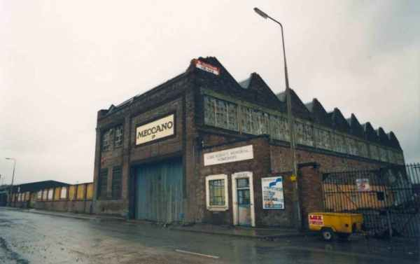 What remained at Binns Road in 1989 - photo by Neville Bond.  This photo is taken at much the same position as the third image above.
